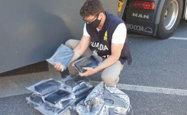 Iu gjet kokainë në kamion, në pranga shoferi shqiptar