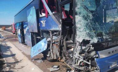 Gruaja u hodh nga autobusi? Zbardhet aksidenti në Elbasan: Faji i shoferit, viktima ra nga shpejtësia