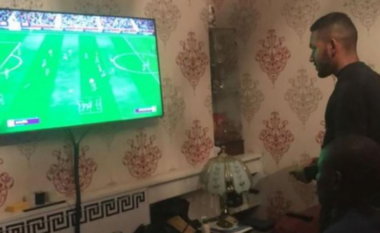 Historia e veçantë/ Ngolo Kante humbi trenin për në Paris, përfundon duke lozur FIFA në shtëpinë e tifozëve (FOTO LAJM)