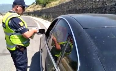 """""""Rrugorja"""" kontrolle dhe me makina pa logo, arreston 18 shoferë dhe vë gati 3 mijë gjoba (VIDEO)"""