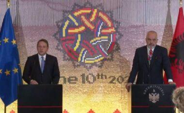 """""""Po hyjmë në një muaj kritik"""": Komisioneri Varhelyi jep lajmin e marrëveshjes së arritur, për çfarë bëhet fjalë"""