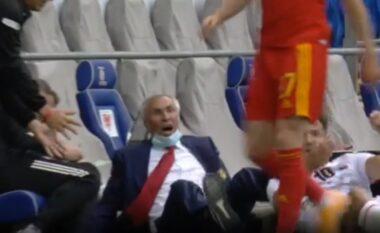 Mos e humbisni, momenti kur Edi Reja rrëzohet gjatë ndeshjes (VIDEO)