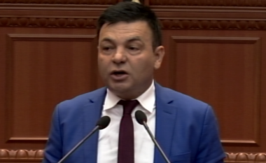 Artur Roshi i del kundër Ramës: Nuk do votoj pro shkarkimit të Metës