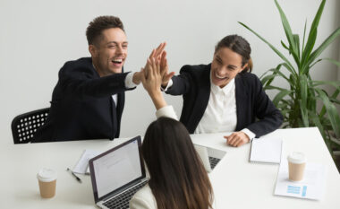 Tre arsye pse miqtë që njihni në punë janë shumë të rëndësishëm për ju