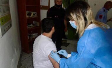 Nis vaksinimi anti covid-19 në burgje, të para gratë e dënuara dhe ata me sëmundje kronike
