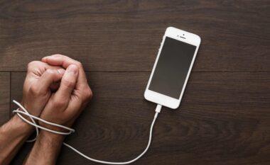 """Një """"test i shkurtër"""" për të kuptuar: A je i varur nga telefoni dhe rrjetet sociale?"""