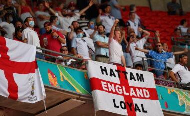 Një tifoz anglez bie nga tribuna në Wembley, rëndë në spital