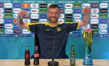 Yarmolenko bën të kundërtën e Ronaldos: Coca Cola e Heineken, ju lutem më kontaktoni (VIDEO)