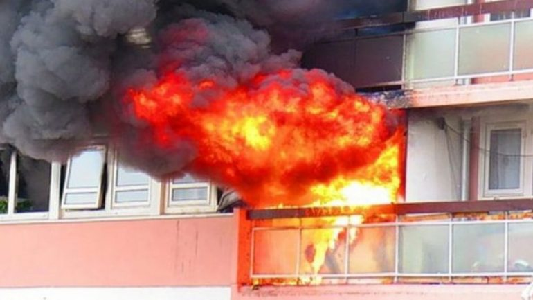 E FUNDIT/ Përfshihet nga flakët banesa, qytetarët të alarmuar