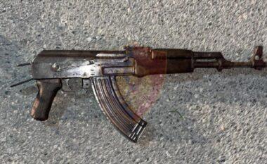 Kanosi një familje duke qëlluar me automatik në ajër, arrestohet 23-vjeçari në Kurbin
