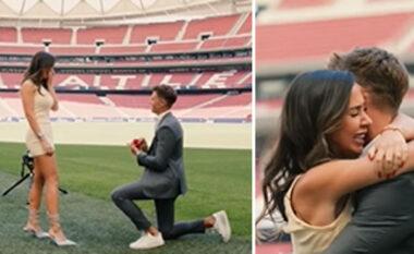 E mashtroi duke e sjellë në Wanda Metropolitano, ylli i Atl Madrid i ulet në gjunjë dhe e propozon të dashurën (VIDEO)