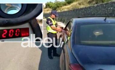"""200 km/orë në autostradë! Policia u bën """"zborin"""" drejtuesve, gjoba e arrestime në masë (VIDEO)"""
