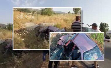 Mrekulli në rrugët e Shqipërisë! Makina bëhet copë nga aksidenti, 4 familjarët shpëtojnë shëndoshë e mirë (VIDEO)
