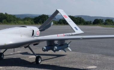 """Shqipëria blen dronët turq, media greke në alarm: Jemi në rrezik, por me """"bukë"""" i mbajmë ne (FOTO LAJM)"""