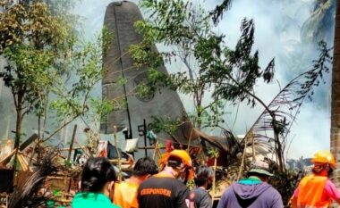 Rrëzohet aeroplani ushtarak në Filipine, vdesin 50 persona