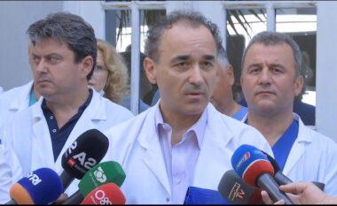 Mjekët sërish në protestë për kolegët e arrestuar: Nuk mund të mbahen në burg pa prova