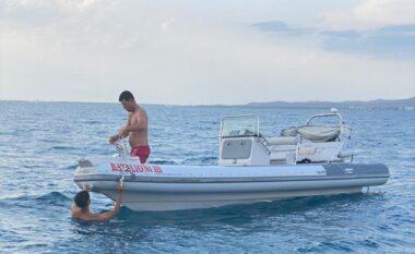 Dy turistët rrezikojnë jetën në Vlorë, u fiket gomonia në mes të detit