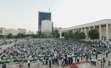 Festa e Kurban Bajramit, mijëra besimtarë myslimanë falin namazin në sheshe (FOTO LAJM)