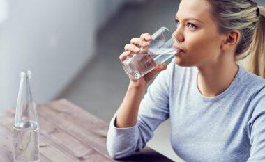 Shenjat që tregojnë se jeni të dehidratuar