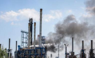 Shpërthen rafineria në Rumani, të paktën një viktimë e pesë të plagosur (VIDEO)