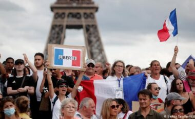 Protesta kundër vaksinimit me detyrim në Europë
