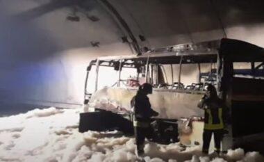 Autobuzi bëhet hi nga zjarri, shpëtohen mrekullisht 24 fëmijët që gjendeshin brenda mjetit (VIDEO)