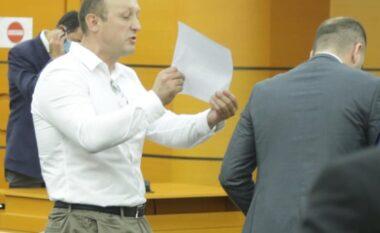 Shkarkimi i prokurori Karanxha, avokatët nxirren jashtë nga garda (FOTO LAJM)
