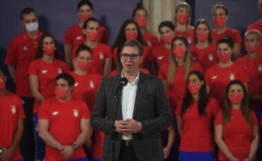 """""""Shkoni, ndeshuni me atletët e Kosovës"""", Vuçiç mbështet atletët serbë në lojërat e Tokios"""