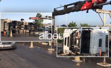 Përmbyset trajleri në Lezhë, shpëton shoferi