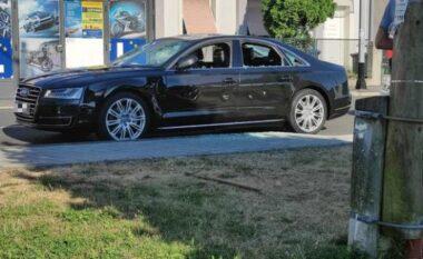 Pronari nuk i kishe dhënë pagën, punonjësi nuk duron më dhe i shkatërron Audin luksoz (VIDEO)