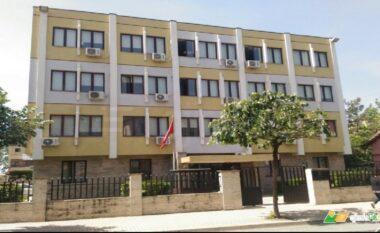 U denoncua nga kunata për dhunë, Gjykata e Lezhës lë arrest shtëpie 45-vjeçaren