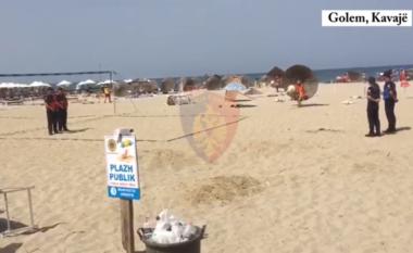 Kishin vënë çadrat pa leje në plazh, procedohen tre administratorë në Kavajë (VIDEO)