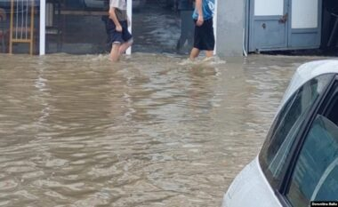 Pasojat nga reshjet e dendura nëpër qytetet e Kosovës (VIDEO)