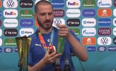 Një herë Coca-Cola, një herë birrë, Bonucci shkakton të qeshura përballë kamerave (VIDEO)