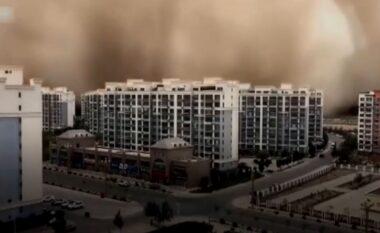 Stuhia e rërës përfshin një qytet të tërë në Kinë (VIDEO)