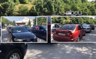 Radhë të gjata në Kapshticë, pala greke redukton sportelet (VIDEO)