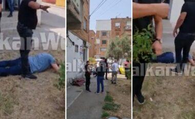 """""""Kush je ti që filmon?"""" Policia e anti-drogës shtrin në tokë gazetarin (VIDEO)"""