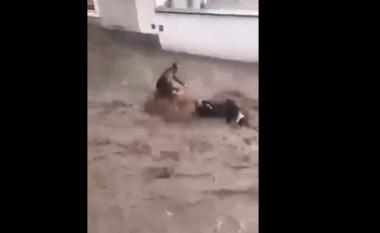 Pamje tmerri në Austri, 2 persona i merr para rryma (VIDEO)