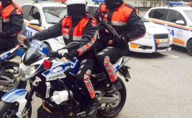 """Motori i """"Shqiponjave"""" futet me të kuq dhe shkakton aksident te Komuna e Parisit, momenti kur efektivët bien përtokë (VIDEO)"""