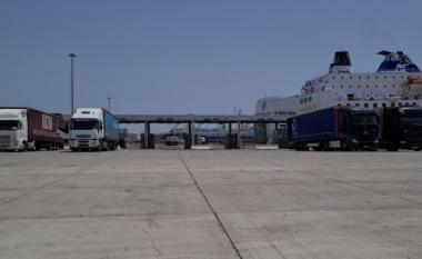 Kapet në portin e Durrësit mbi 150 kg kokainë e fshehur në banane (VIDEO)