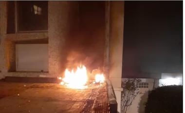 """""""Akt terrorist në Paris"""", ambasada e Kubës sulmohet me molotov (VIDEO)"""