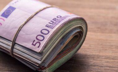 Shqiptarët mbajnë 4.9 miliardë euro në banka