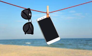 Si t'i mbroni smartphone në plazh, këshilla praktike
