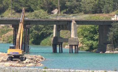 Merrnin zhavorr pa leje në lumin Mat, procedohet administratori i subjektit, punëtori dhe shoferi i kamionit