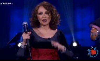 """Surprizon këngëtarja greke, performon në shqip këngën popullore """"25 gërsheta"""" (VIDEO)"""