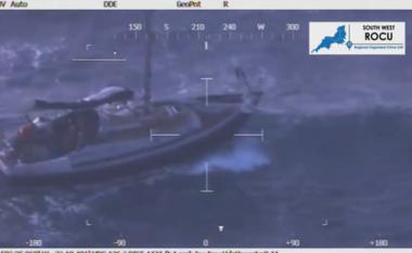 Pamjet nga helikopteri, si rrezikuan shqiptarët jetën për të shkuar në Angli: Alo, ndihmë! (FOTO LAJM)