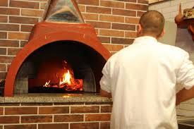 Mbajti picerinë hapur jashtë orarit, gjobitet pronari dhe klientët