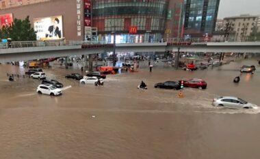 """Në Kinë është """"traditë"""",  rrugë e lagje nën pushtetin e ujit"""