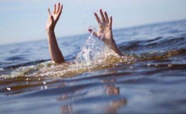 Mrekulli nëShëngjin! Vrojtuesi i plazhit shpëton nëkohërekord pushuesin qëpo mbytej