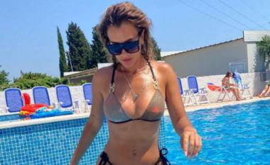Patnerja e Lum B tërheq vëmendjen me bikini (FOTO LAJM)